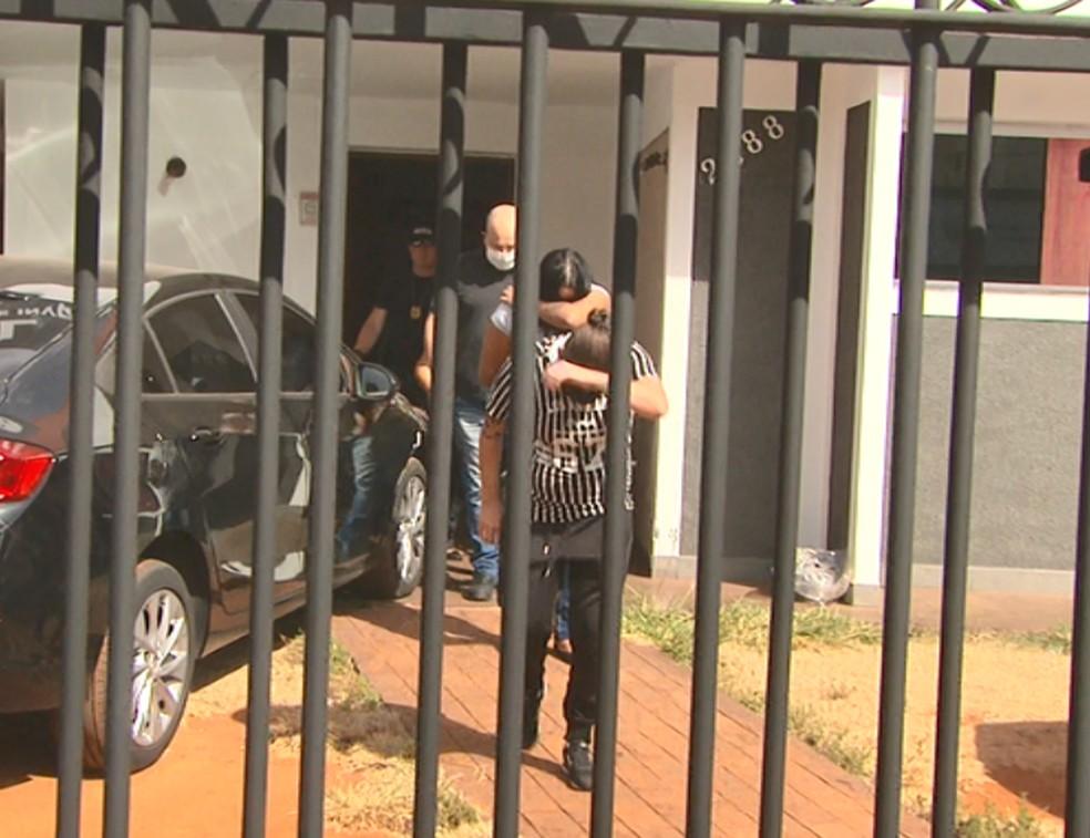 Suspeitas de envolvimento em assassinato de metalúrgico em São Carlos se entregam à polícia — Foto: Reprodução EPTV