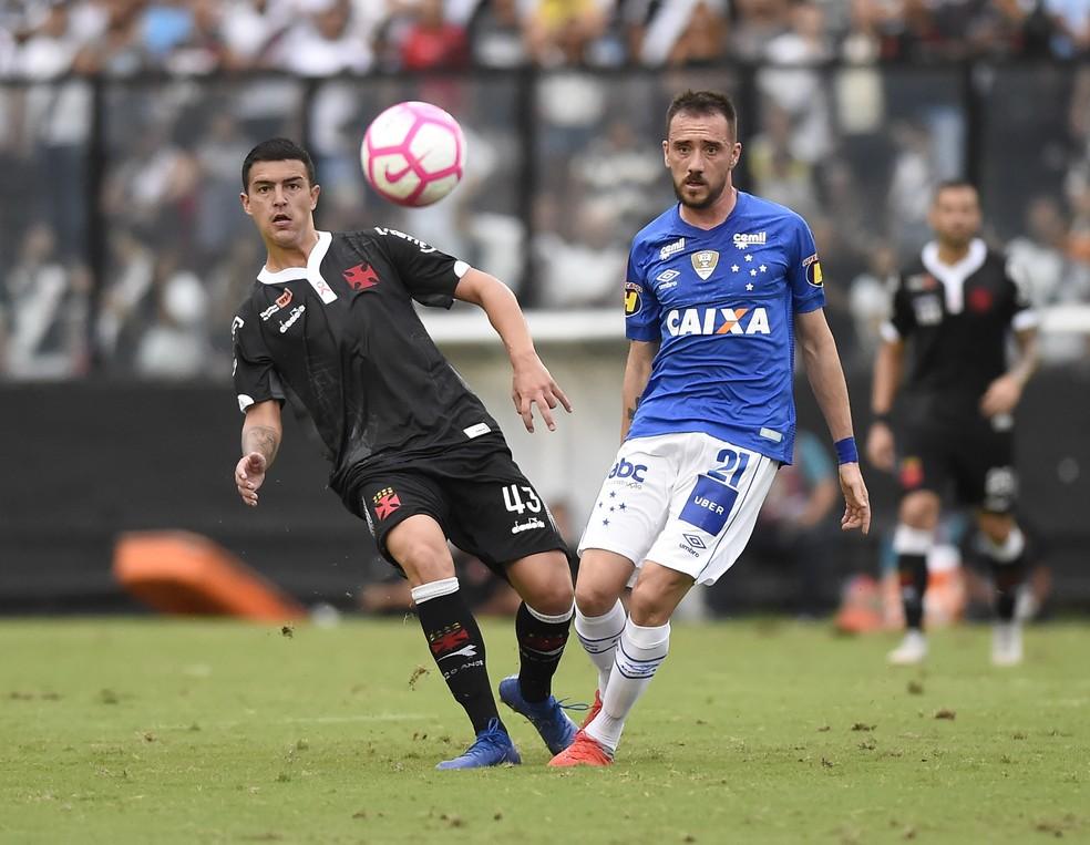 Bruno Ritter foi titular do Vasco na vitória sobre o Cruzeiro, no Brasileirão de 2018 — Foto: André Durão