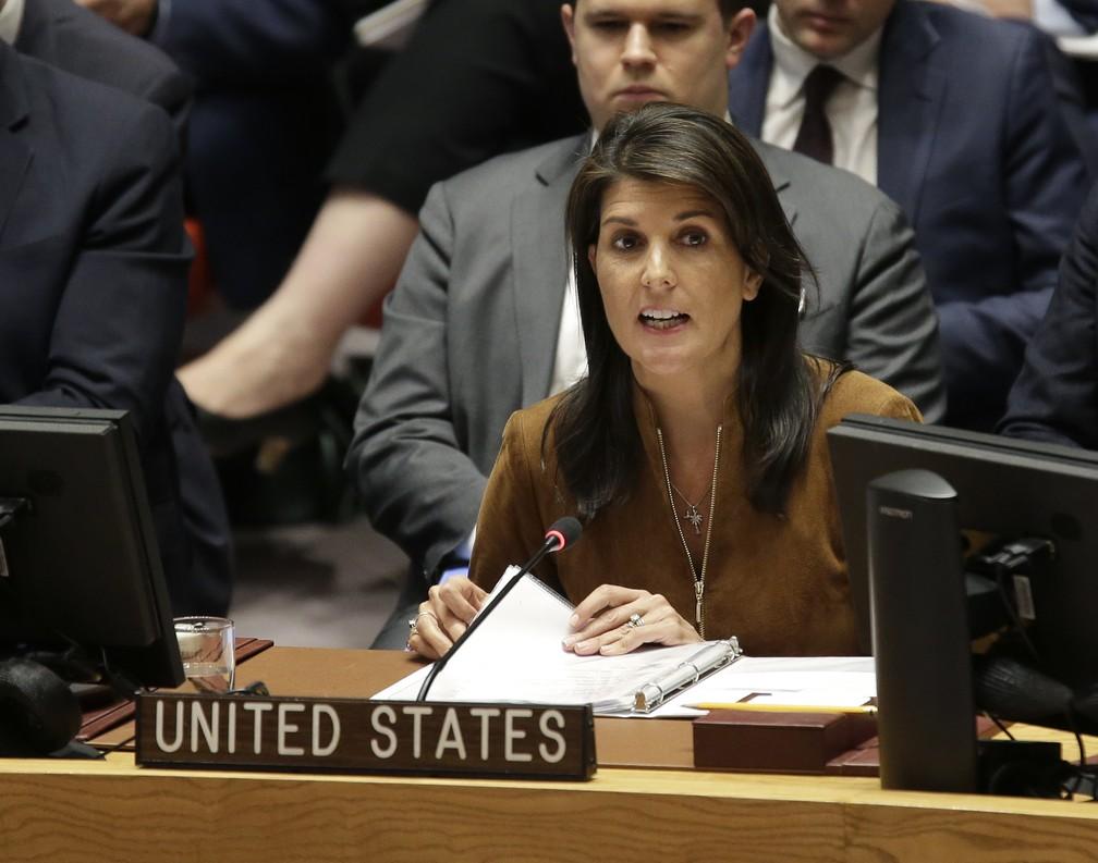 Nikki Haley, embaixadora dos EUA na ONU, fala em reunião do Conselho de Segurança (Foto: Seth Wenig/ AP Photo)