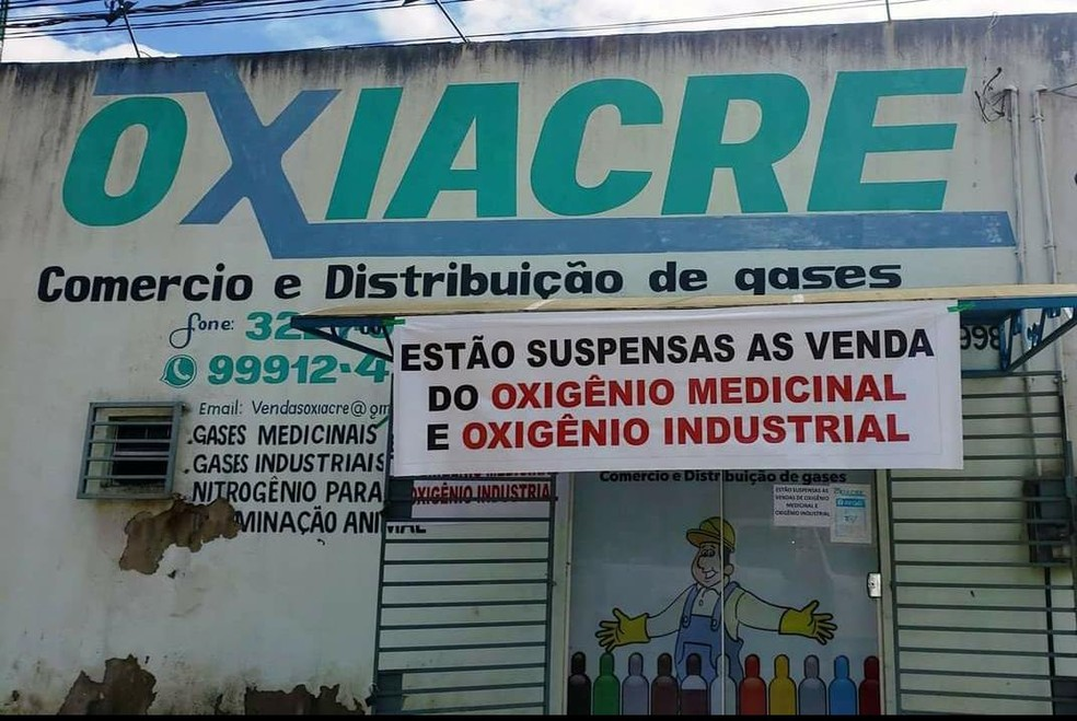 Empresa postou anúncio na fachada que acabou o oxigênio — Foto: Quésia Melo/Rede Amazônia Acre