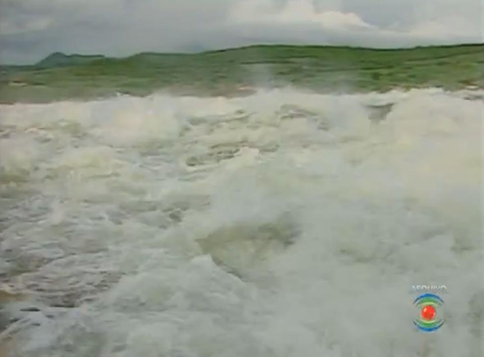 Sangradouro do açude de Boqueirão, PB, em 2011 — Foto: TV Paraíba/Reprodução
