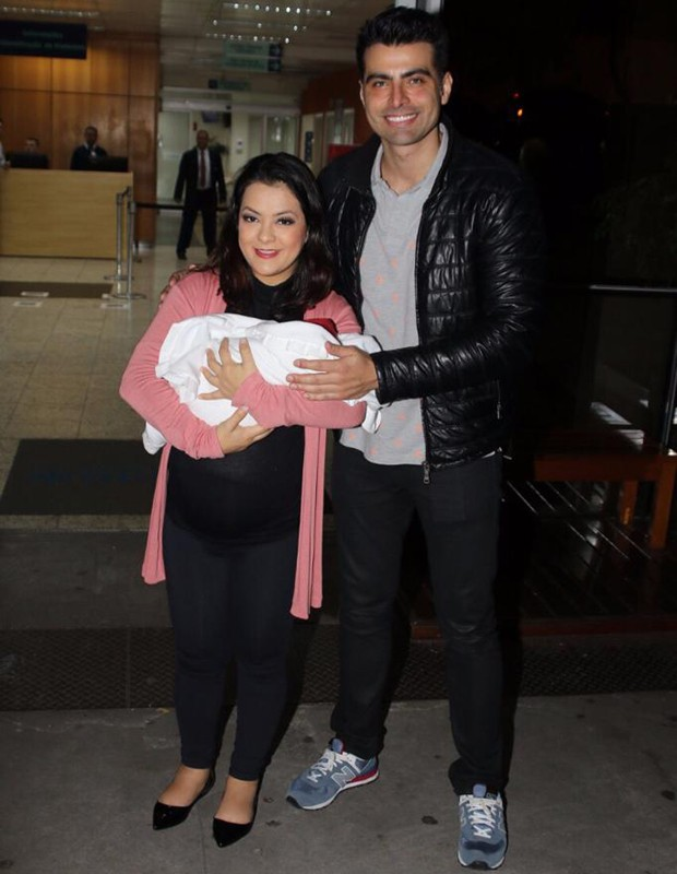 Li Martins, com a filha, Antonella, e JP Mantovani (Foto: Thiago Duran/AgNews)
