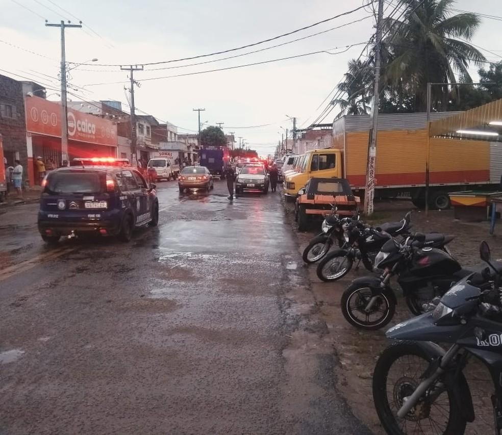 Operação no Mercado da Avenida 4 apreendeu objetos roubados — Foto: Divulgação