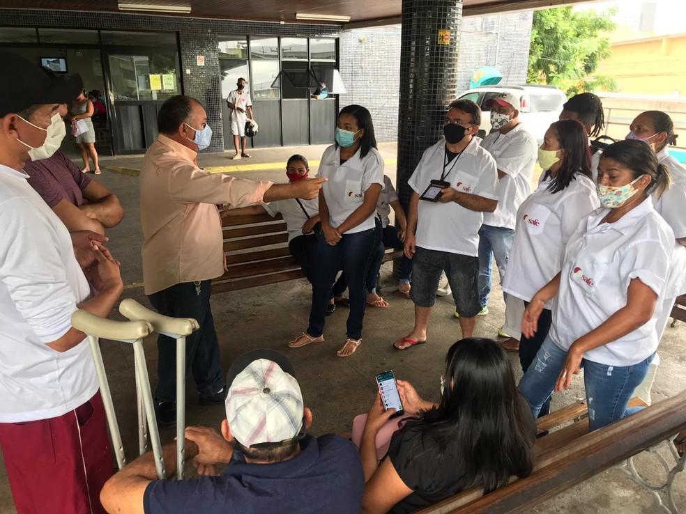 Maqueiros e profissionais da higienização do Walfredo Gurgel fazem paralisação por atraso nos salários — Foto: Kléber Teixeira / Inter TV Cabugi