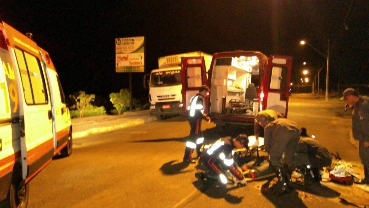 Duas pessoas morrem em acidente entre carro e moto em Alfenas, MG