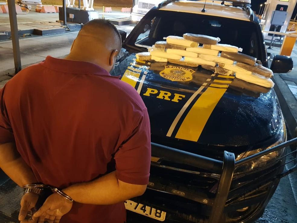 Homem suspeito de tráfico internacional de drogas é preso no sudoeste da Bahia — Foto: Divulgação/PRF