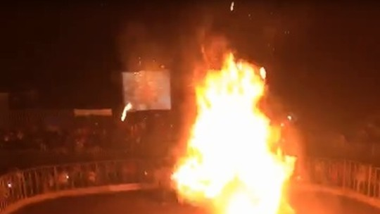 Jovem ferido em acidente com fogos de artifício durante rodeio é transferido para UTI em Cuiabá