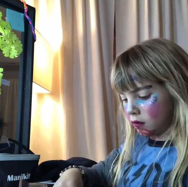 Willow e seu tutorial de maquiagem (Foto: Reprodução/Instagram)
