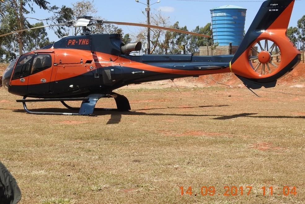 Helicóptero que, segundo a PF, teria sido usado pelos criminosos em MS (Foto: PF/Divulgação)