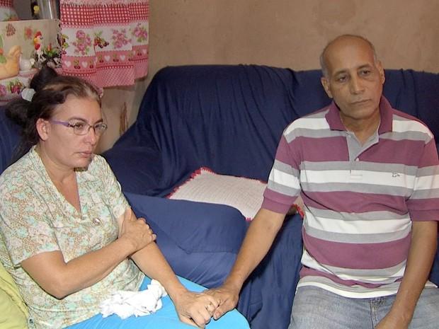 Pais do adolescente lamentam morte de adolescente agredido com mangueira em lava-jato de MS (Foto: Domingos Lacerda/ TV Morena)
