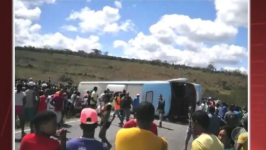 Ônibus que tombou na BA levava crianças para passeio em parque aquático; nº de mortos sobe para 5, diz prefeitura