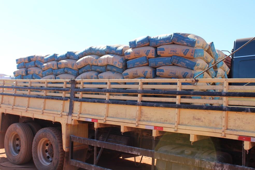 Exportadores aguardam liberação da Aduana para entregar produtos na Bolívia  (Foto: Júnior Freitas / G1 RO )