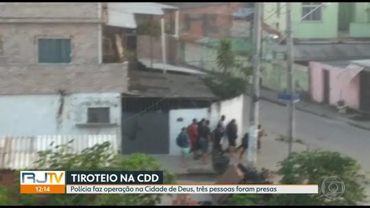 Imagens mostram criminosos atirando contra PMs na Cidade de Deus, Zona Oeste do Rio