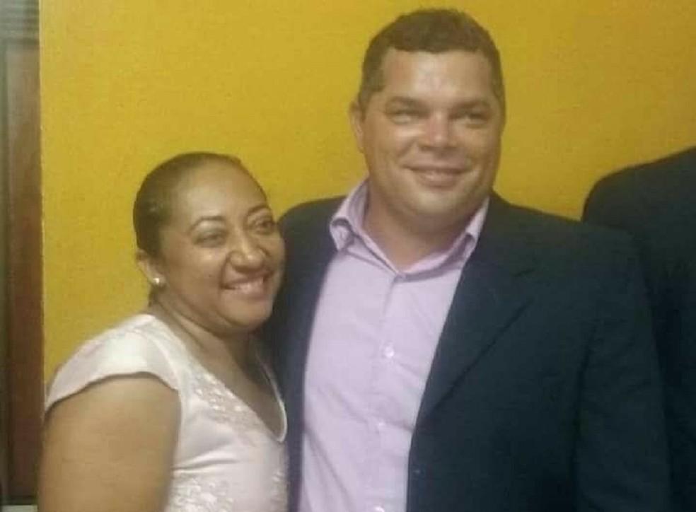 Francineide Nicolau dos Santos foi morta durante assalto a sítio em Brejinho, RN. Na foto, ao lado do marido, Arlindo Francisco, vereador de Passagem (Foto: Arquivo pessoal)