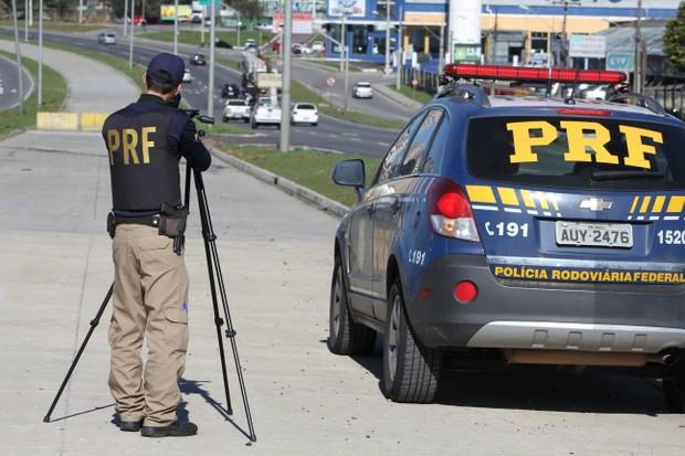 Polícia Rodoviária Federal faz operação na estrada (Foto: Fernando Oliveira / PRF)