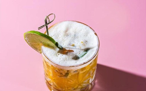 Resultado de imagem para Drink de uísque com mel e limão é a pedida para refrescar seu verão