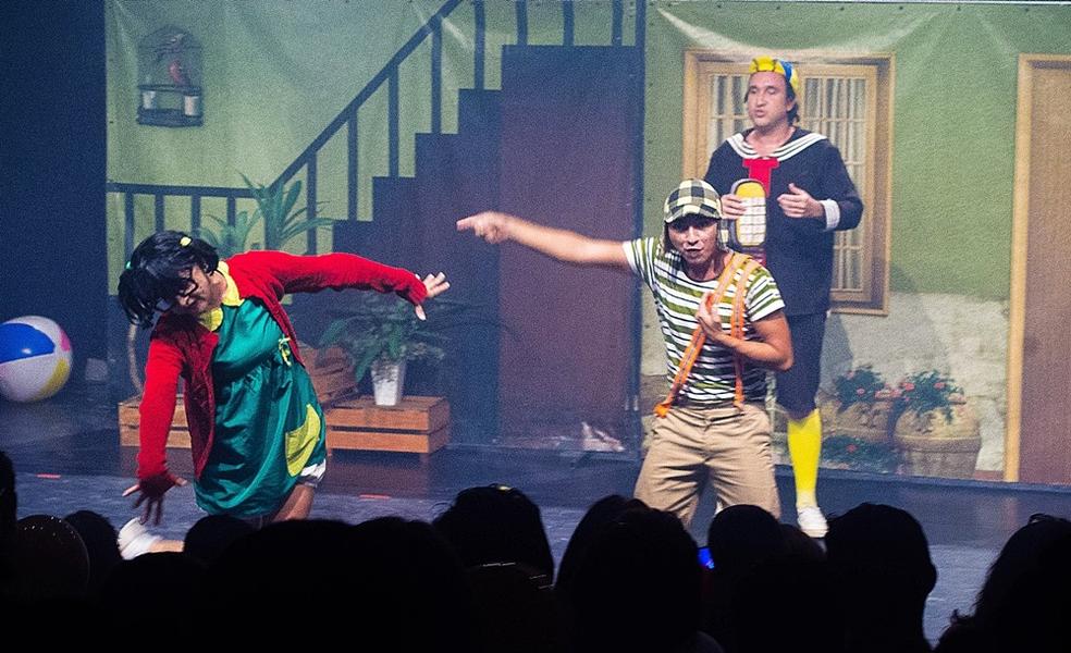 """Espetáculo  """"A Turma do Chaves num Sonho de Criança"""" faz apresentação no Theatro Via Sul Fortaleza. (Foto: Clailson Pereira/Divulgação)"""