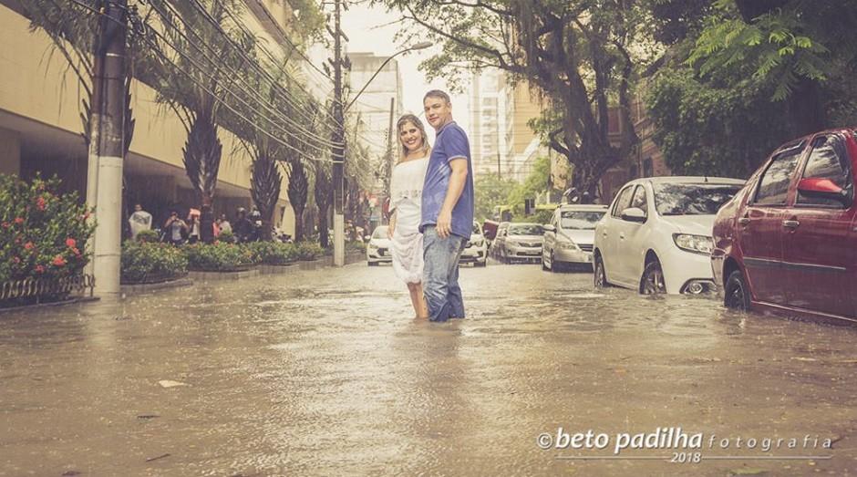Vivian Paciello e Paulo Almeida enfrentaram a enchete (Foto: Beto Padilha / Reprodução Facebook)