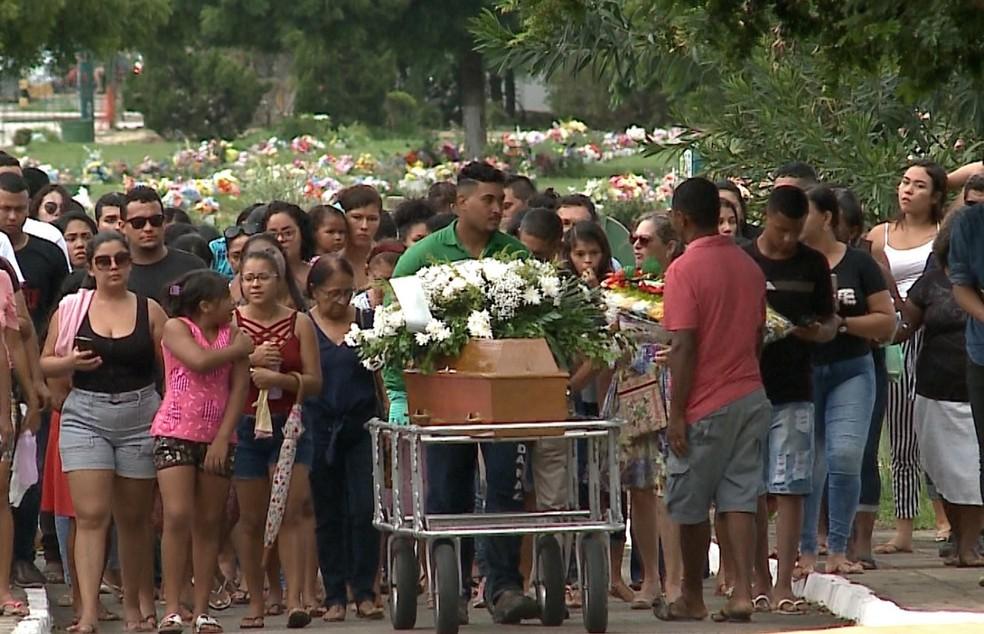 Bruna foram sepultada no Cemitério Jardim da Paz, em São José de Ribamar — Foto: TV Mirante