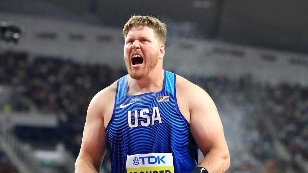 O americano Ryan Crouser bateu o recorde mundial indoor do arremesso de peso — Foto: Reprodução Twitter