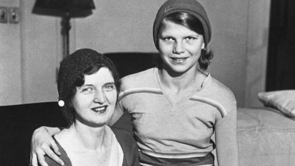 Nan Britton e sua filha Elizabeth Blaesing, concebida com o presidente Warren Harding — Foto: GETTY IMAGES via BBC