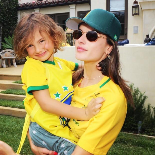Alessandra Ambrósio e Noah (Foto: Reprodução/Instagram)