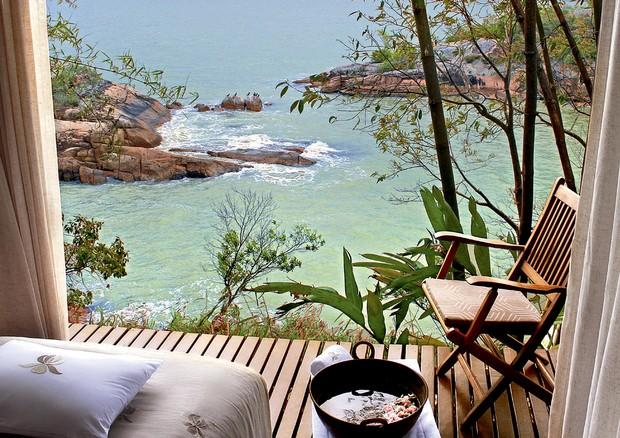 Vista do spa para o mar da Costa Esmeralda (SC) (Foto: Divulgação e Reprodução Instagram)