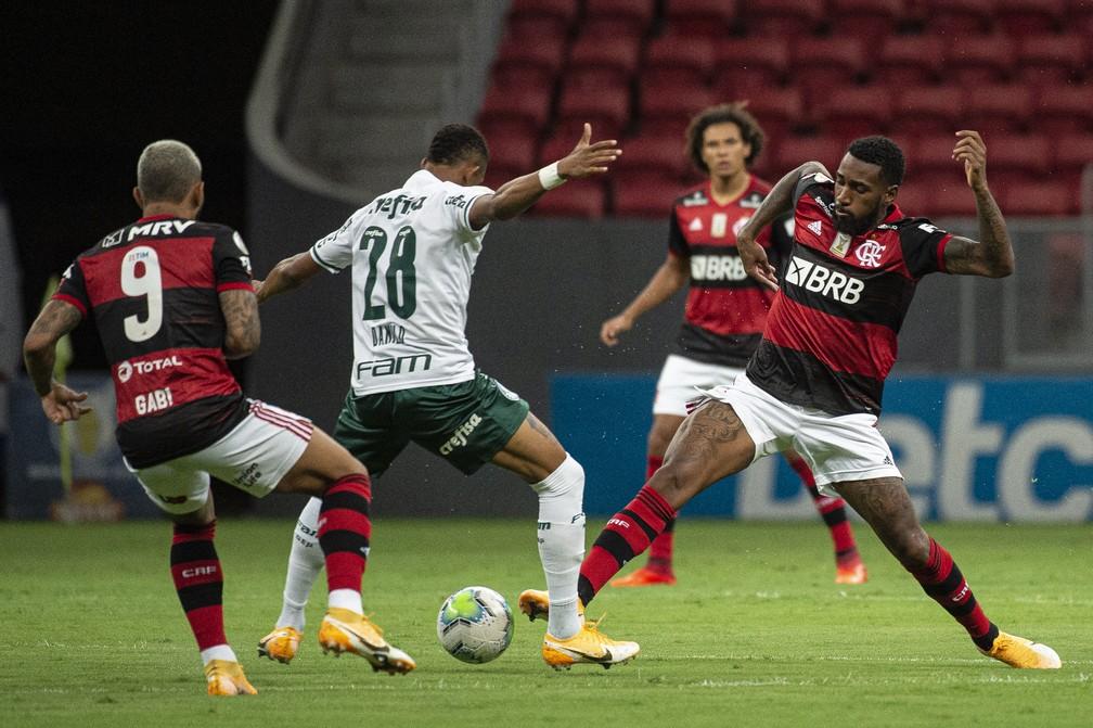 Jogadores do Palmeiras sofreram com a marcação dos flamenguistas — Foto: Alexandre Vidal / Flamengo