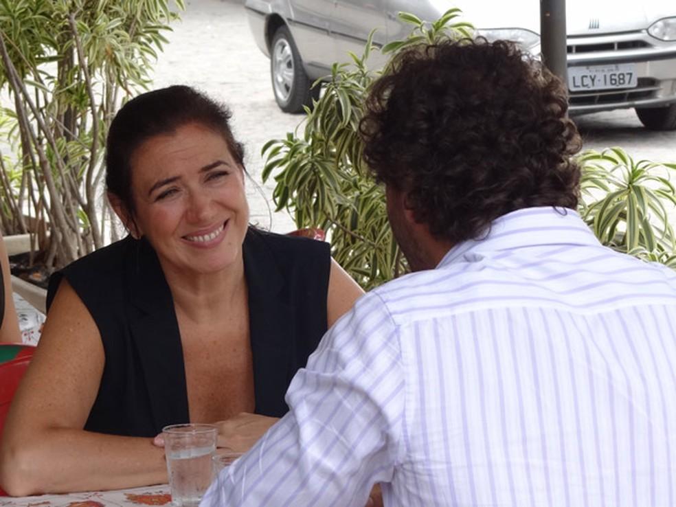 Griselda convida Guaracy para entrar na igreja com Amália e o emociona em 'Fina Estampa' — Foto: Globo