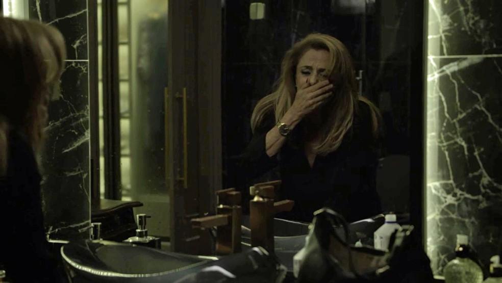 Sophia se desespera pelo que fez com seu grande amor (Foto: TV Globo)