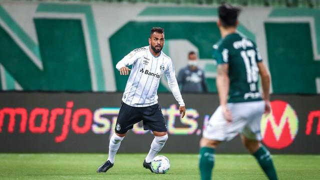 Maicon entrou no segundo tempo e ajudou em reação do Grêmio