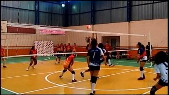 Copa de vôlei aproveita férias escolares e reúne meninas de quatro cidades em Araxá