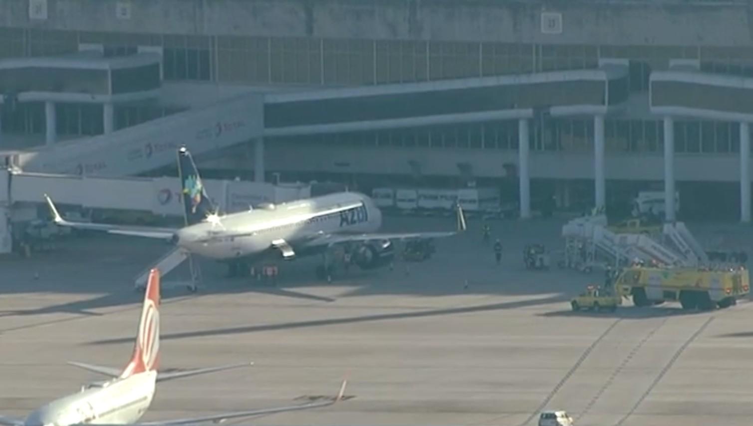 Avião com destino a Brasília faz pouso de emergência em aeroporto do RJ após 'problema técnico'