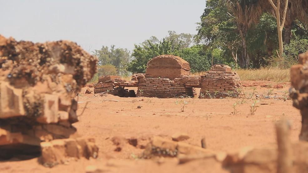 Restos de construção de antiga serraria de Rubineia — Foto: Reprodução/Tv Tem