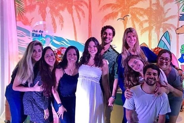 Isis Valverde e André Resende com amigos (Foto: Reprodução/Instagram)
