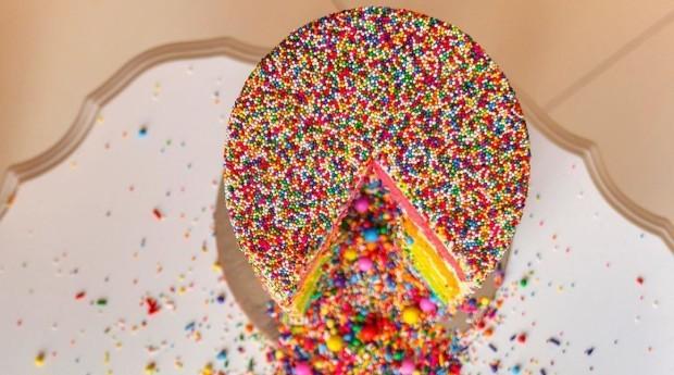 Ó bolo com seis camadas custa R$ 610 (Foto: Reprodução/Instagram)