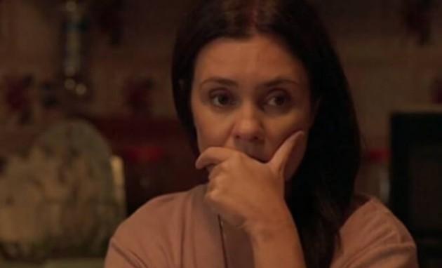 Adriana Esteves como Thelma em 'Amor de mãe' (Foto: Reprodução)