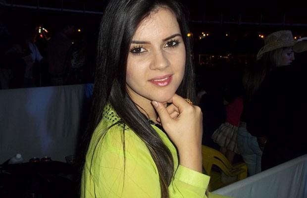 Nívia Maria Gomes Barros, vítima do acidente com o aviaõ monomotor em Acreúna, Goiás (Foto: Renato Alves Feitosa/Arquivo pessoal)