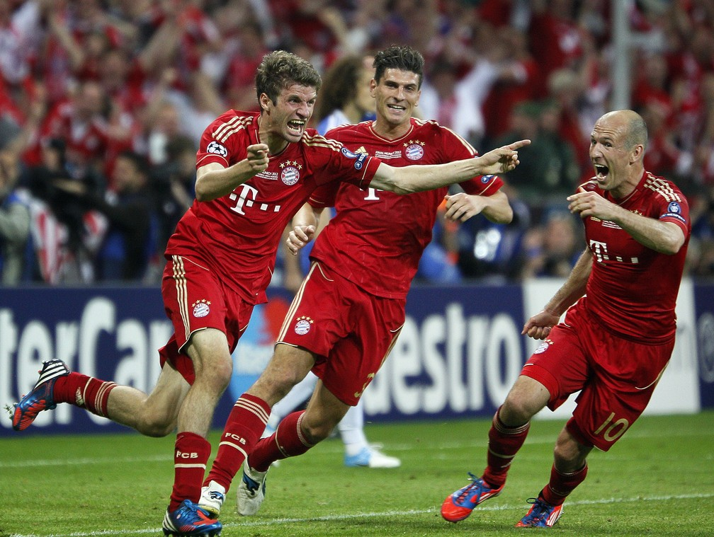 Thomas Müller fez o que seria o gol do título do Bayern sobre o Chelsea em 2012, mas Drogba e Cech ainda mudariam o roteiro em Munique — Foto: Getty Images