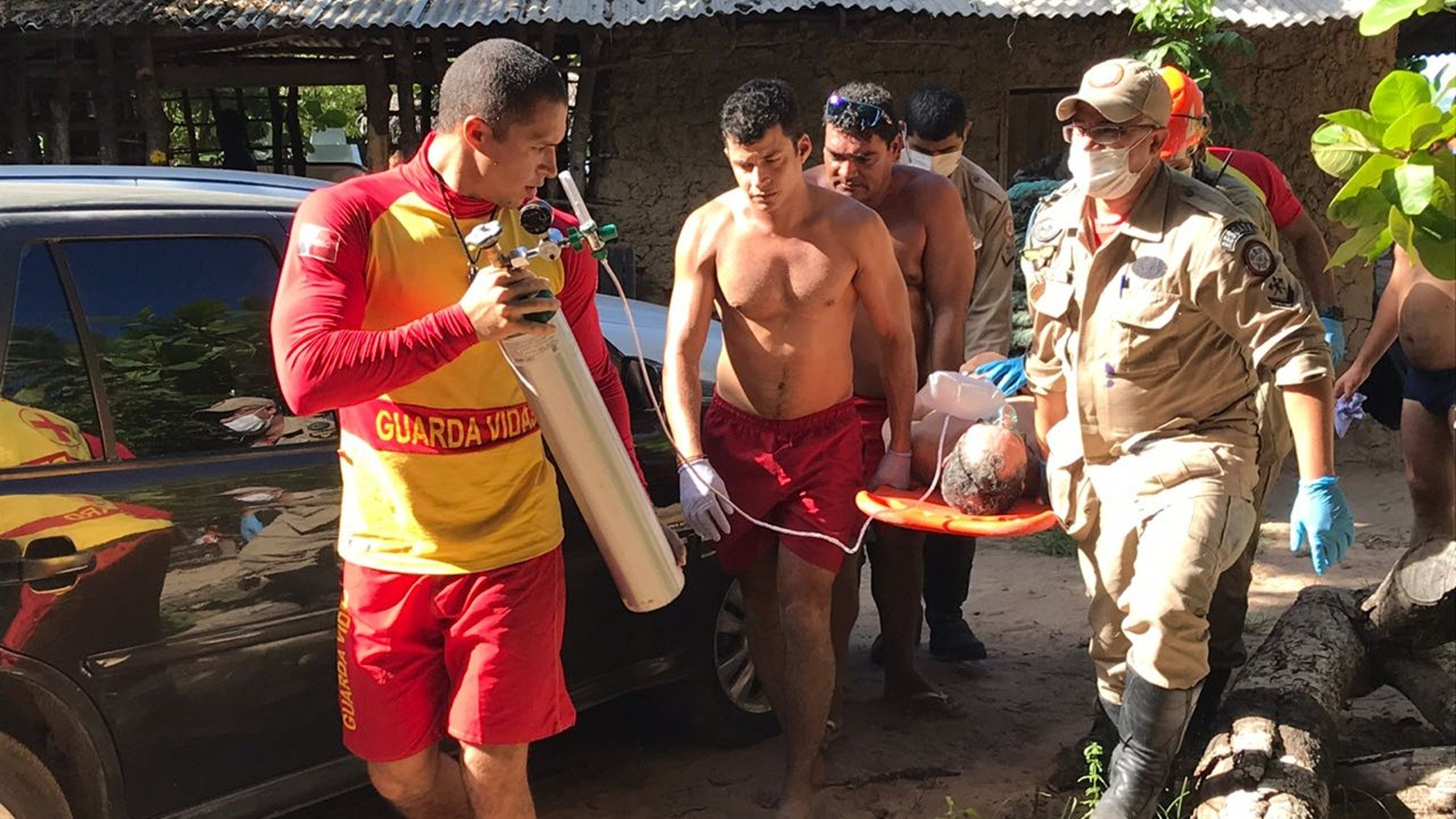 Homem se afoga e é socorrido por bombeiros em praia de João Pessoa