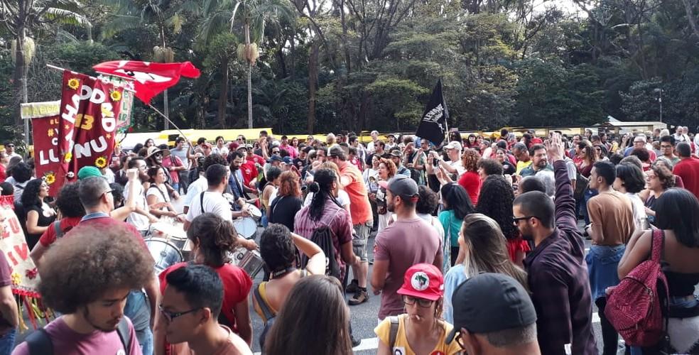 Militantes e apoiadores se reúnem em ato de campanha de Haddad na avenida Paulista — Foto: Vivian Reis/G1 SP