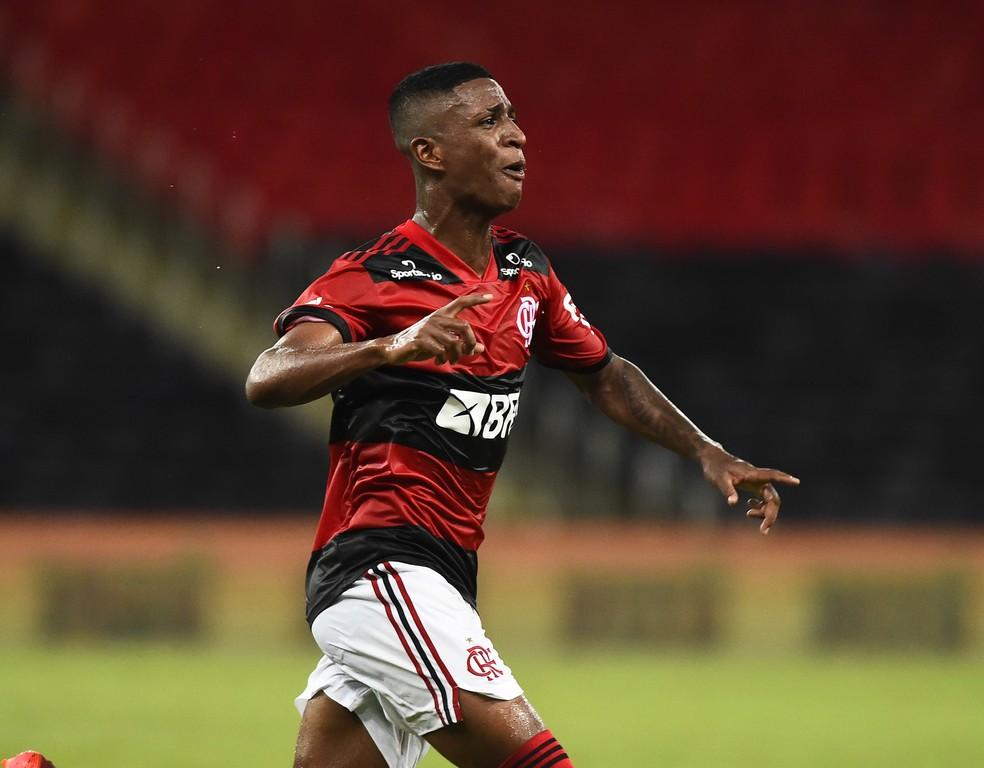 Max comemora gol pelo Flamengo — Foto: André Durão