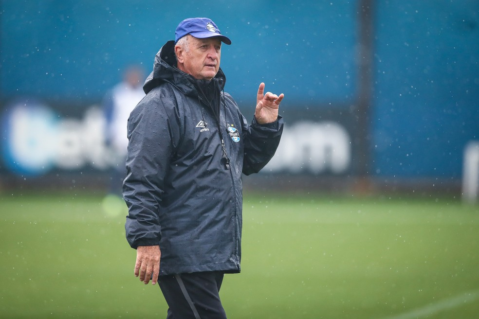 Felipão comanda treino do Grêmio — Foto: Lucas Uebel/DVG/Grêmio