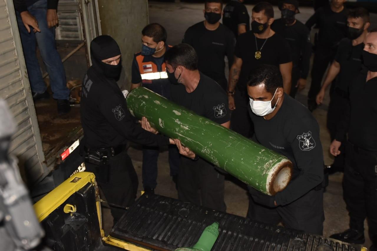 Polícia apreende 33 cilindros de oxigênio que estavam sendo vendidos acima do preço em Manaus