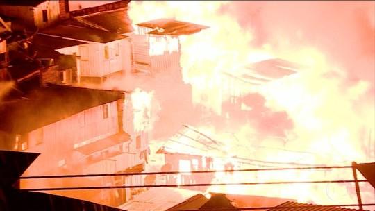Incêndio destrói mais de 600 casas em bairro de Manaus