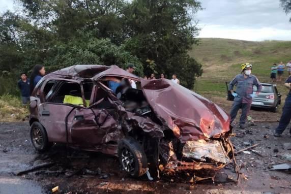 Casal morre em acidente entre dois veículos na ERS-324, em Três Palmeiras