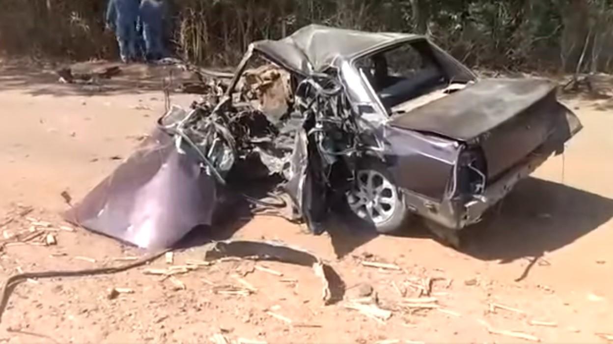 Motorista de 29 anos morre após colidir carro contra árvore em estrada vicinal de Leme