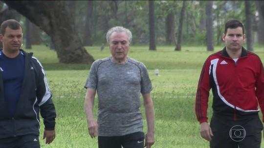 """Michel Temer faz caminhada em Brasília e se diz """"recuperadíssimo"""""""