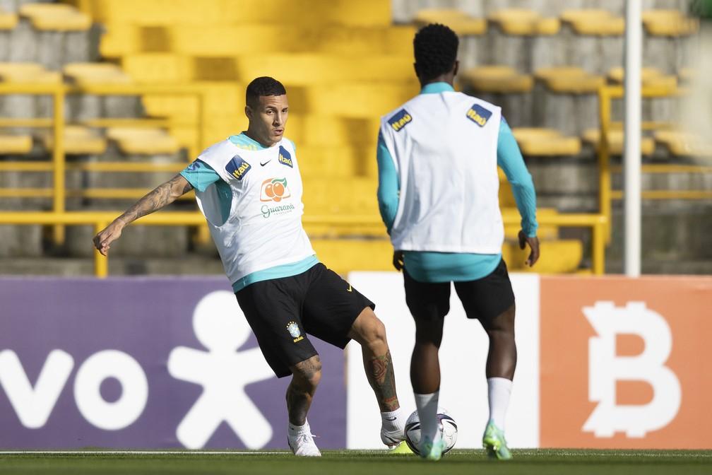 Guilherme Arana será titular da seleção brasileira contra a Venezuela — Foto: Lucas Figueiredo /CBF