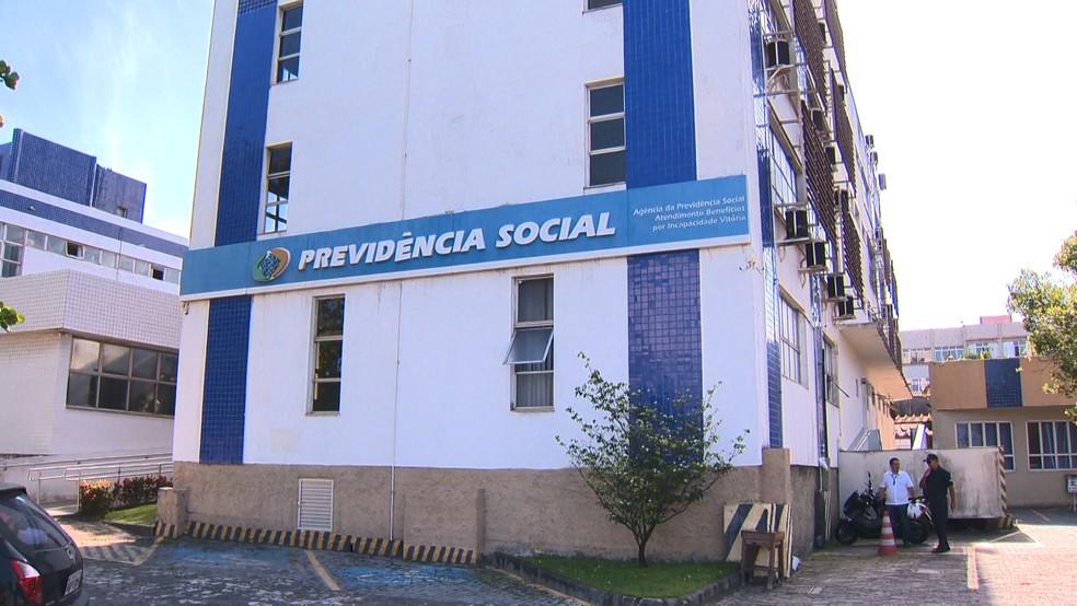 Agência do INSS em Vitória diz que demora na análise acontece pela falta de profissionais, no ES  — Foto: Carlos Palito/ TV Gazeta